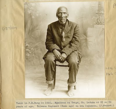 Mqayikana kaYenge at age 85 or 86, photograph taken in Pietermaritzburg in 1916 (James Stuart Archive, Killie Campbell Library, Durban).